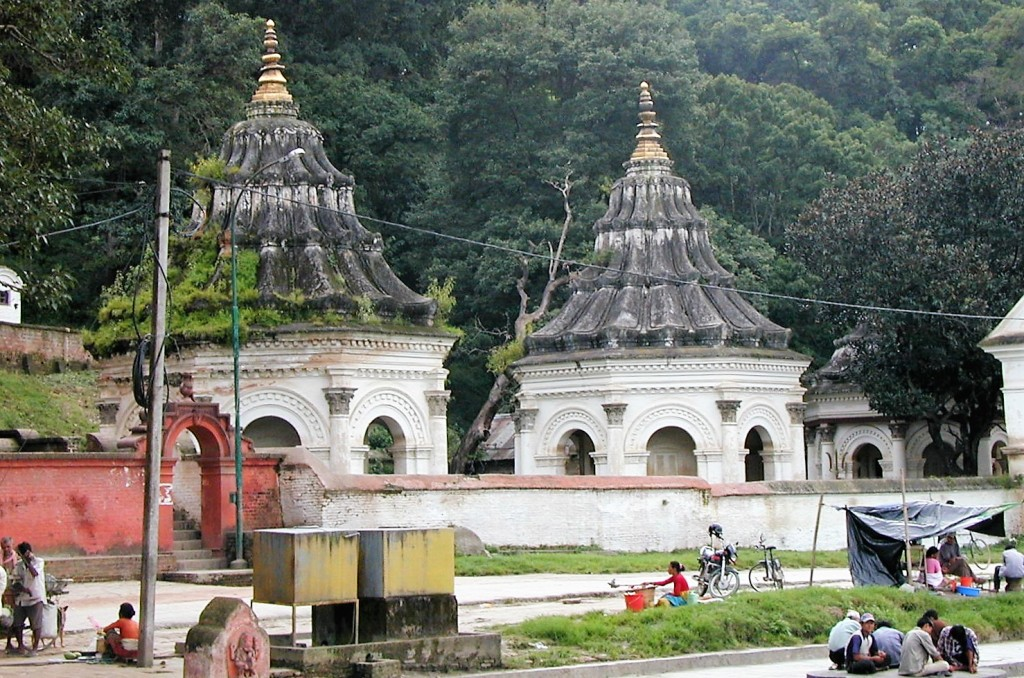 The perfect match! From Boudha it's only 20 min walk downhill to Pashupatinath. When you cross Bagmati River to enter the sacred place from the backside you find this small cluster of old Hindu Temples to your left. Don't miss them!